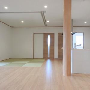 塗り壁と大開口マドが映える和モダンのお家